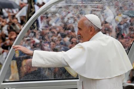 papa Francisco a su llegada al Santuario de Aparecida 24 julio 2013 JMJ Río