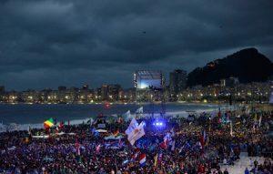 fiesta de acogida de los jóvenes JMJ Río 2013 en la Playa de Copacabana