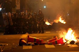policía se enfrenta con manifestantes en Río de Janeiro 17 julio 2013