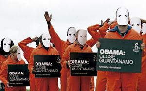 Protesta de Amnistía Internacional exigiendo el cierre de la cárcel de Guantánamo