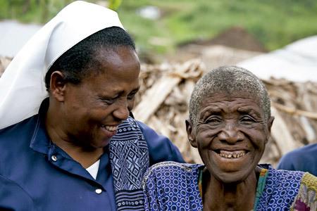 religiosa con mujer refugiada en República Democrática del Congo