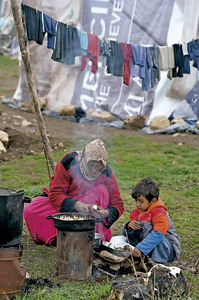 madre e hijo refugiados sirios en Líbano