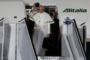 papa Francisco se despide desde el avión en Río de Janeiro de vuelta a Roma