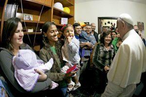 papa Francisco visita favela Manguinhos Comunidad Varginha JMJ Río 2013