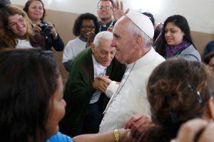 papa Francisco visita favela Varginha durante la JMJ Río 2013