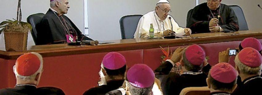 papa Francisco con los representantes del CELAM JMJ Río 2013