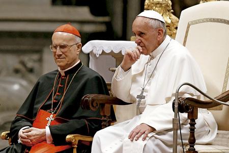 papa Francisco y cardenal Tarcisio Bertone junio 2013