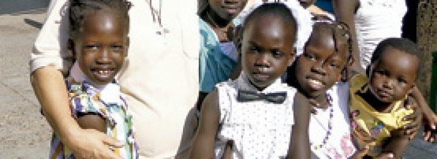 Expedita Pérez, misionera, escuela de los religiosos combonianos en El Cairo para niños sudaneses