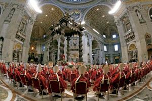 cardenales en la basílica de San Pedro