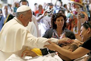 papa Francisco con enfermos en Cagliari 22 septiembre 2013