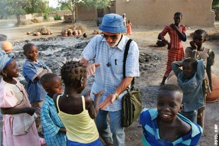Domund 2013 - Misionero español en la misión en un país en el continente africano