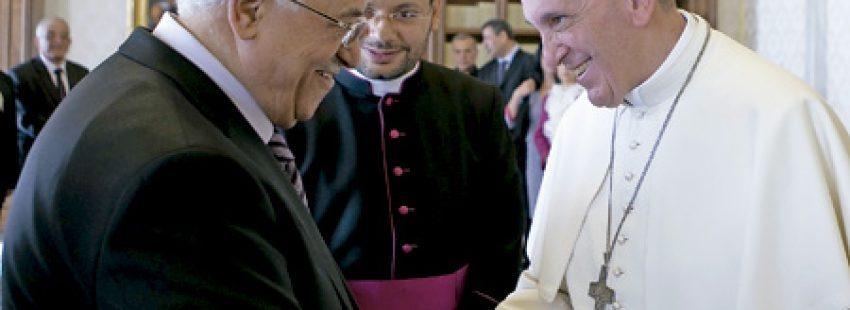 papa Francisco con Mahmud Abbas, presidente de la Autoridad Nacional Palestina octubre 2013