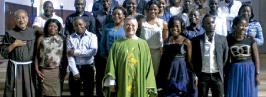 Santiago Agrelo, arzobispo de Tánger, con miembros de la Delegación de Migraciones