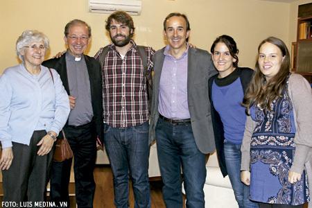 Magdalena Riva, Anastasio Gil y Carmen Aranda, con Fran Otero y José Lorenzo, misioneros en los Encuentros Vida Nueva Domund 2013