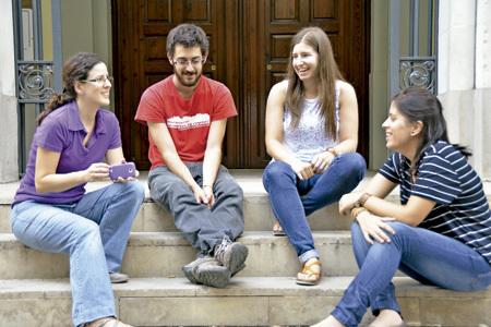 cuatro jóvenes consultados por Vida Nueva Catalunya sobre el papa Francisco mesa redonda