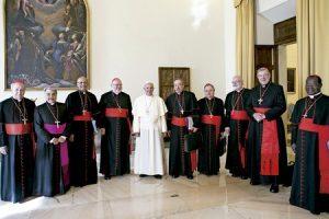 papa Francisco con el consejo de cardenales 1 octubre 2013