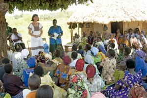 charla en Uganda para informar sobre la transmisión del sida