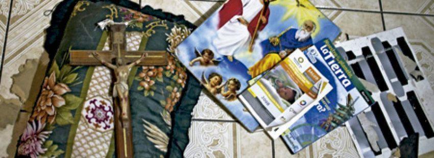 objetos abandonados por sacerdotes al huir de Michoacán México por las presiones de las mafias