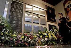 panteón donde están enterrados los jesuitas asesinados en San Salvador