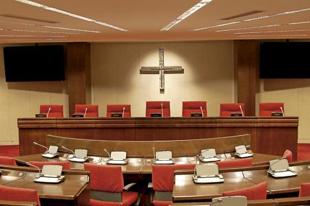 salón de la Asamblea Plenaria de la Conferencia Episcopal Española en Madrid, calle Añastro
