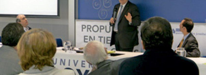 Stefano Zamagni en el simposio en la Universidad Loyola Andalucía sobre Simposio de Pensamiento Social Cristiano organizado por UNIJES noviembre 2013