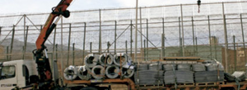 valla de Melilla, instalación de malla antitrepa con cuchillas