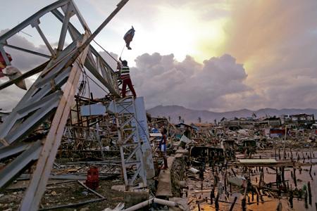 Filipinas devastada tras el paso del tifón Haiyán