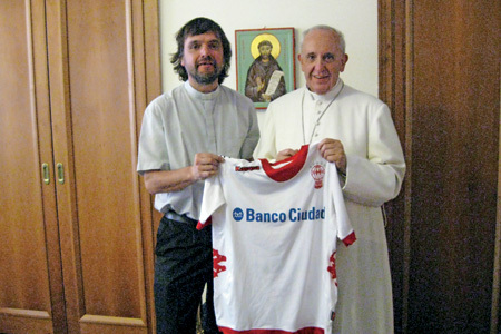 papa Francisco con el cura villero Pepe di Paola