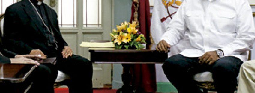 Diego Padrón, presidente de los obispos de Venezuela, y el presidente Nicolás Maduro