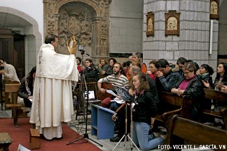 Proyecto Adorar, adoración eucarística en la Parroquia de la Anunciación de Santander