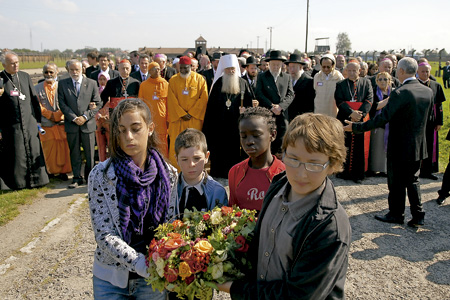 líderes de distintas confesiones religiosas peregrinan al campo de concentración de Auschwitz 2009 convocados por la Comunidad de Sant'Egidio