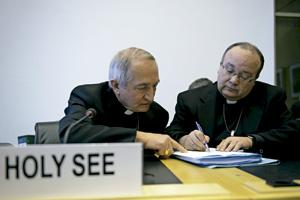 arzobispos Silvano Tomasi y Charles Scicluna delegación vaticana ante el comité sobre la Convención de los Derechos de la Infancia de la ONU 16 enero 2014