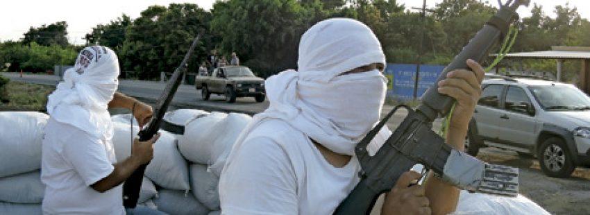 grupos populares de autodefensa contra la violencia de los narcos en Michoacán México