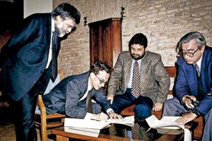 Sant'Egidio febrero 1996 firma del comunicado conjunto para reanudar las negociaciones de paz entre gobierno de Guatemala y guerrilla