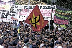 marcha de simpatizantes de los zapatistas en Oaxaca, México, 2001