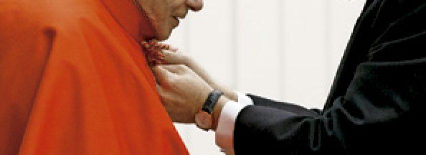 Benedicto XVI con su secretario personal, monseñor George Ganswein