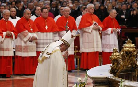 papa Francisco en el consistorio de creación de nuevos cardenales 22 febrero 2014