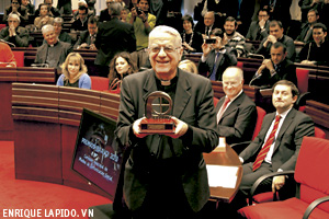 entrega de los Premios ¡Bravo! 2013 de la CEE, Federico Lombardi premio Especial