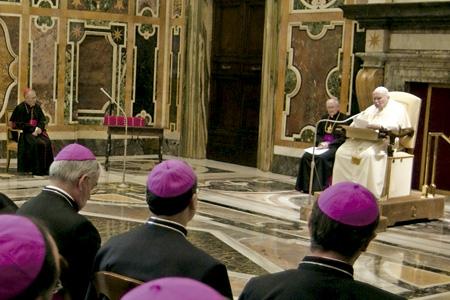 obispos españoles en visita ad limina a Roma con Juan Pablo II en 2005