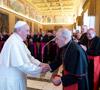 papa Francisco saluda al cardenal Rouco en la audiencia con los obispos españoles en visita ad limina 3 marzo 2014