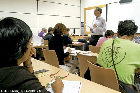 estudiantes de Teología en clase en el aula