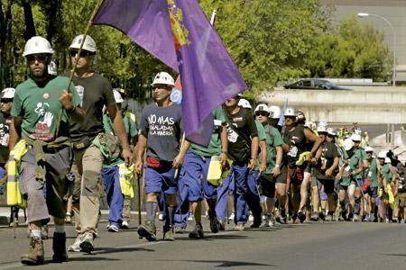 marcha de mineros de Castilla y León para reivindicar no a los recortes laborales