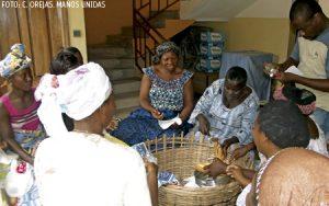 proyecto de Manos Unidas personas en África comiendo