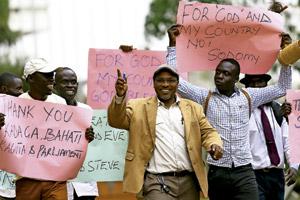 partidarios de la ley contra la homosexualidad en Uganda