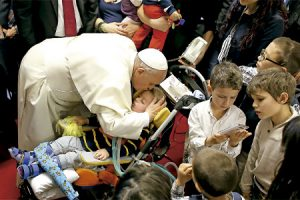 papa Francisco en la parroquia romana de Santa María de la Adoración 16 marzo 2014