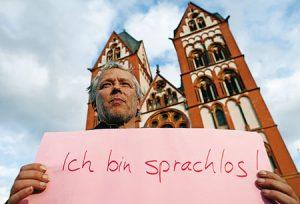 """Protesta en Limburgo: """"No tengo palabras"""", reza el cartel."""