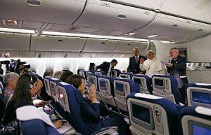 Rueda de prensa en el avión.