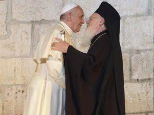 Abrazo del Papa y el Patriarca ecuménico.
