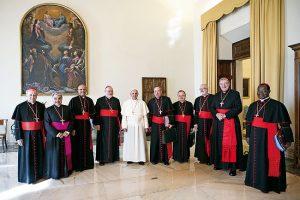 Imagen de archivo de una reunión del Consejo de cardenales