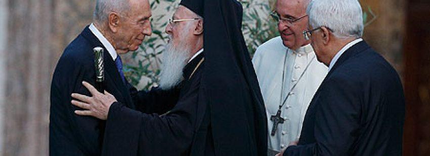 oración por la paz en Oriente Medio, convocada en el Vaticano junio 2014 con papa Francisco, Bartolomé I y los presidentes de Israel y Palestina, Shimon Peres y Mahmoud Abbas